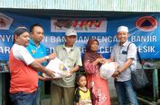 Peduli Korban Banjir, Wartawan Gresik Salurkan Sumbangan