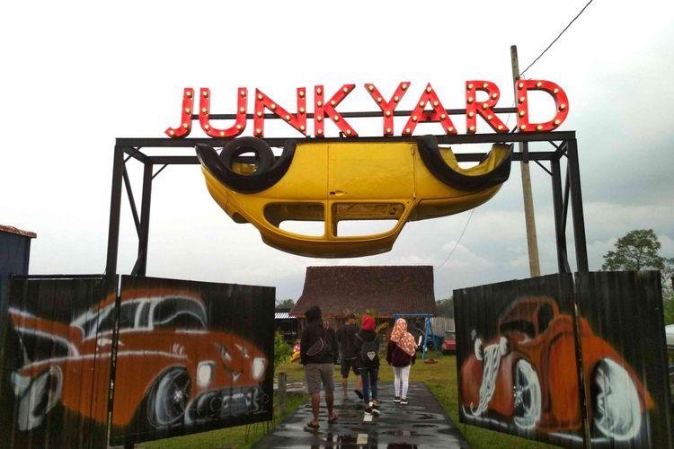 """Junkyard, Taman Rongsokan Mobil yang """"Instagramable"""" Dekat Borobudur"""