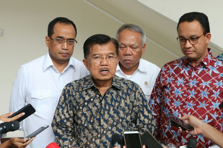 Wapres Kalla bersama para menteri dan Gubernur DKI Jakarta Anies Baswedan menjelaskan hasil rapat pengintegrasian transportasi Jakarta