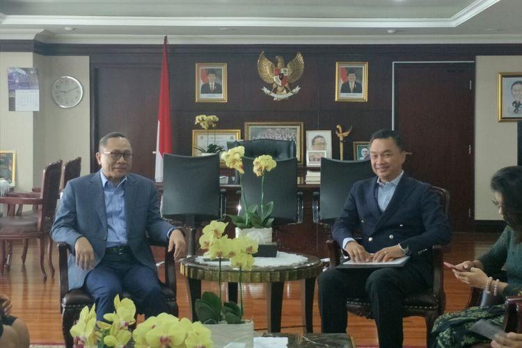 Ketua MPR Zulkifli dan mantan Wakil Menteri Luar Negeri Dino Patti Djalal membahas visi Indonesia 2045 di Kompleks Parlemen, Selasa (11/2/2019).