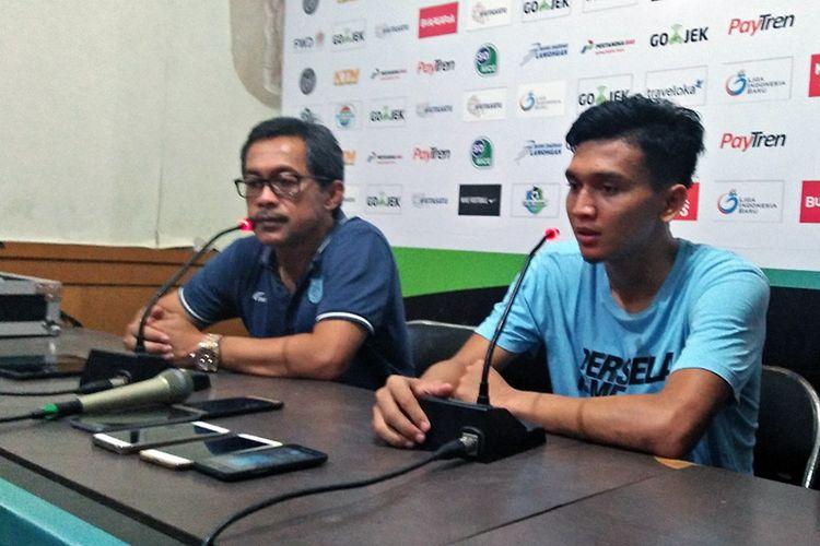 Dendy Sulistyawan (kanan) dan Aji Santoso, selepas pertandingan Persela Lamongan kontra Sriwijaya FC, 2 November 2018.