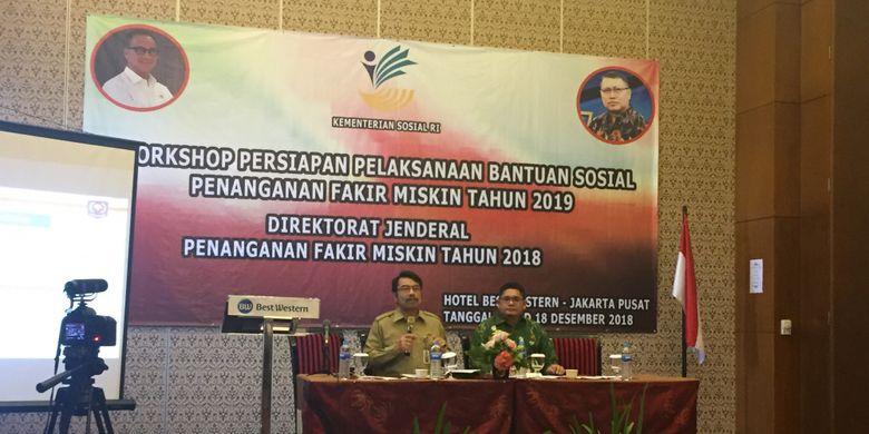 Direktur Sinkronisasi Urusan Pemerintahan Daerah III Kementerian Dalam Negeri (Kemendagri) Eduard Sigalingging, saat menjadi pembicara pada Workshop Persiapan Pelaksanaan Bantuan Sosial Penanganan Fakir Miskin Tahun 2019, di Hotel Best Western, Jakarta, Senin (17/12/2018).
