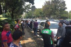 Massa Hentikan Paksa Pengemudi Taksi