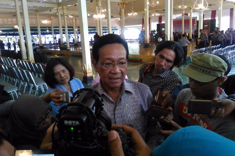 Gubernur DIY, Sri Sultan Hamengkubuwono X di Bangsal Kepatihan, Jalan Malioboro, Kota Yogyakarta, Selasa (30/5/2017)