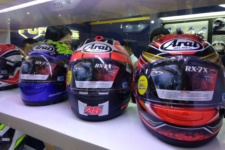 Ragam helm impor di IMOS 2018