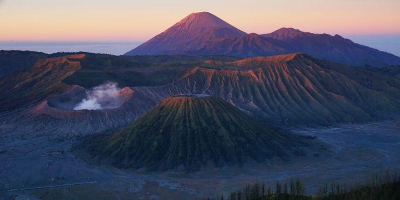 Pemandangan Sunrise di Gunung Bromo