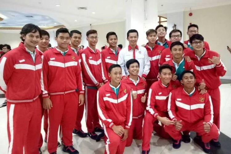 Pelatih M. Akbar Nasution dan tim renang Indonesia ke ASG 2017