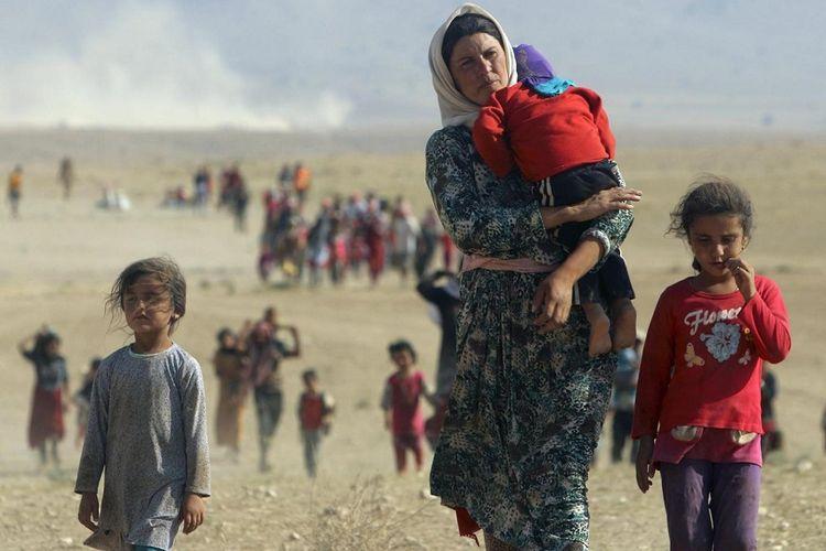 Kelompok minoritas Yazidi, Irak, melarikan diri dari kekerasan ISIS di kota Sinjar, Irak. Mreka berjalan menuju perbatasan Suriah, di pinggiran gunung Sinjar. (Foto: Ilustrasi)