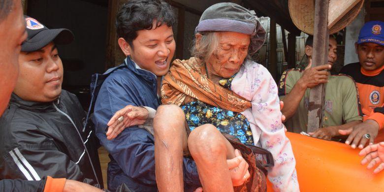 Plt. Bupati Trenggalek Terjun Langsung ke Lokasi Banjir