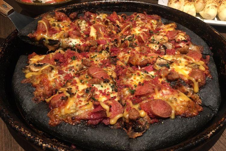 Wah Ada Pizza Warna Hitam Di Pizza Hut Mau Coba