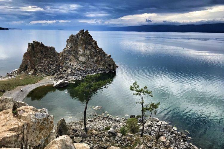 Danau Baikal, danau terdalam di dunia.