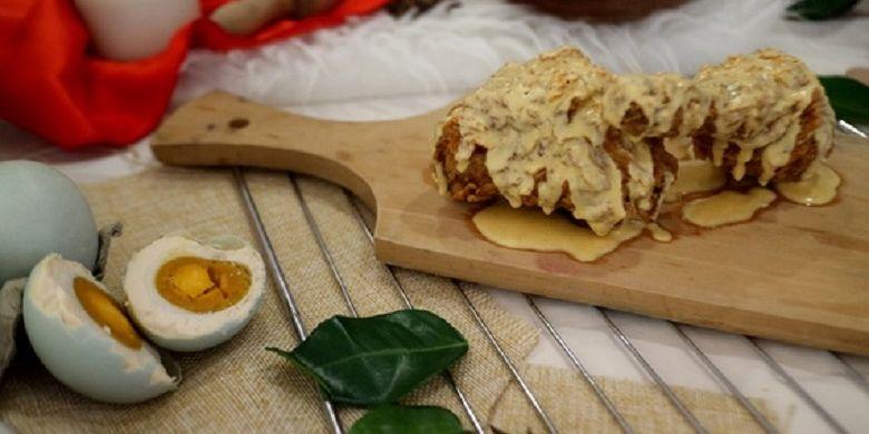 Gerai makanan cepat saji, Kentucky Fried Chicken (KFC) Indonesia kembali merilis hidangan unik terbaru yaitu KFC Salted Egg. Hidangan tersebut merupakan inovasi ayam hot & crispy khas KFC dengan tambahan baluran saus telur asin.