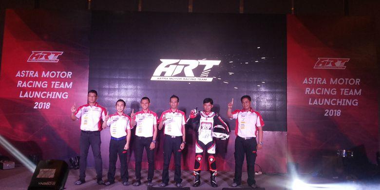 Para pebalap Astra Motor Racing Team (ART) Jakarta untuk formasi 2018 saat acara perkenalan di Jakarta, Selasa (13/3/2018).