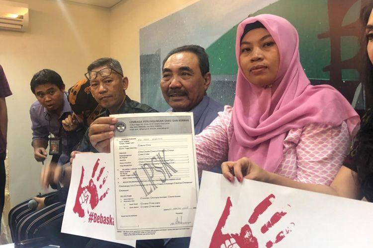 Baiq Nuril menerima tawaran untuk mendapatkan perlindungan dari Lembaga Perlindungan Saksi dan Korban di kompleks parlemen, Rabu (21/11/2018).