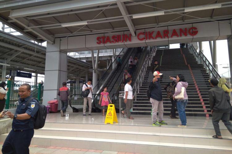Wajah Baru Stasiun Cikarang usai beroperasi, Cikarang, Kabupaten Bekasi, Selasa (10/10/2017).