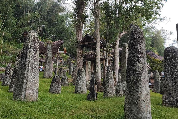 Deretan menhir di Bori Kalimbuang, Toraja