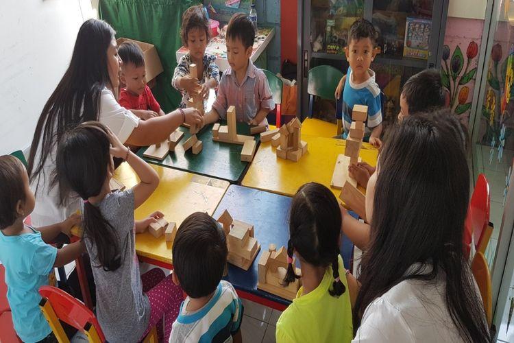 Salah satu aktivitas dalam pendidikan inklusi di TK/PLB di Indonesia