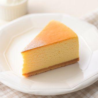 Cheesecake ini begitu lembut dan seakan meleluh di mulut.
