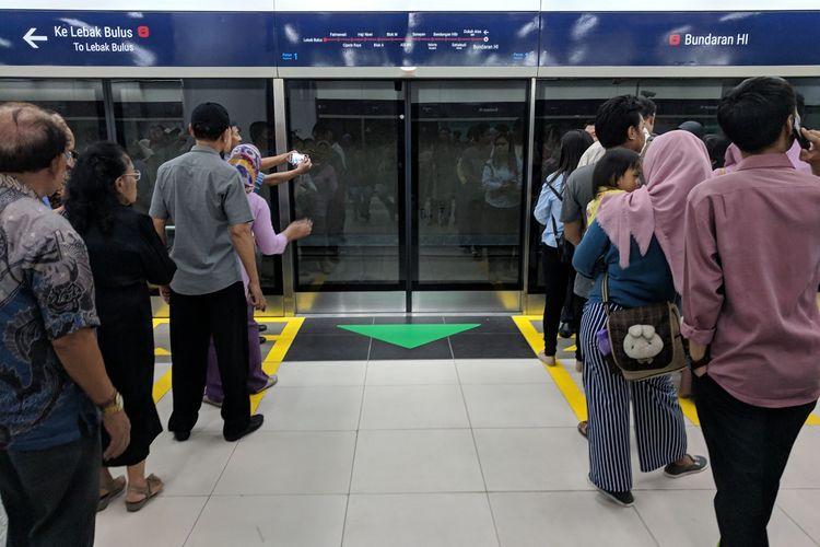Tiga hari sejak diresmikan, warga mulai tertib gunakan MRT