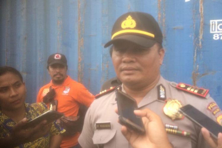 Sebuah mortir ditemukan di Pelabuhan Yos Sudarso Ambon, Selasa (10/10/2017).