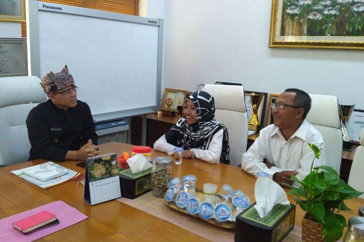 Siswi SMA Afi Nihaya Faradisa menghadiri undangan Bupati Banyuwangi Abdullah Azwar Anas, Kamis (18/5/2017).