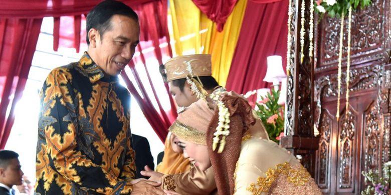 Presiden RI Joko Widodo menghadiri pernikahan anak dari mantam sopir pribadinya di Lenteng Agung, Jakarta Selatan, Jumat (16/2/2018).