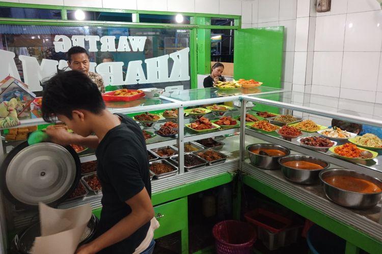 Warteg Kharisma Bahari, di Kebayoran Baru, Jakarta, Selasa (23/10/2018).