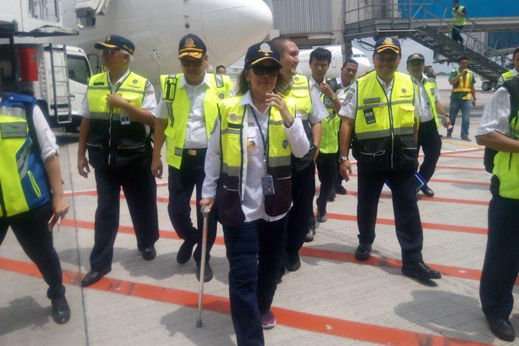 Dirjen Perhubungan Udara Kementerian Perhubungan(Kemenhub), Polana B. Pramesti saat melakukan kunjunhan kerja di Terminal 3 Bandara Soekarno Hatta, Tangerang Banten, Minggu (10/2/2019).
