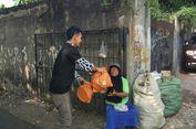 Aksi Kotak Oranye, Berbagi Kue Lebaran untuk Warga Tak Mampu