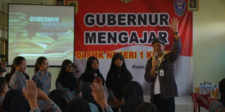 Gubernur Jawa Tengah Ganjar Pranowo mengeluarkan beberapa peraturan untuk melestarikan bahasa dan kebudayaan Jawa Tengah.