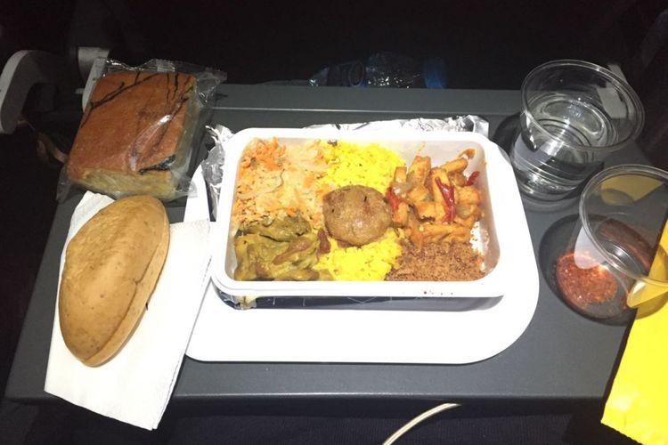 Hidangan nasi kuning saat dinikmati dalam pesawat Qantas rute Jakarta-Brisbane.