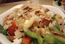 Tips Cegah Obesitas dengan Rutin Makan Salad