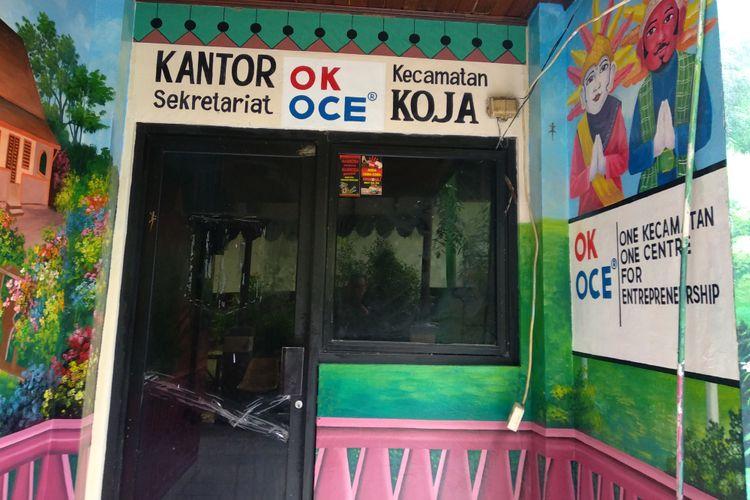 Kondisi kantor sekretariat OK OCE di Kecamatan Koja, Jakarta Utara, Rabu (29/11/2017). Ruangan ini akan digunakan untuk program One Kecamatan One Center for Entrepreneurship yang digagas Gubernur dan Wakil Gubernur DKI Jakarta, Anies-Sandi.