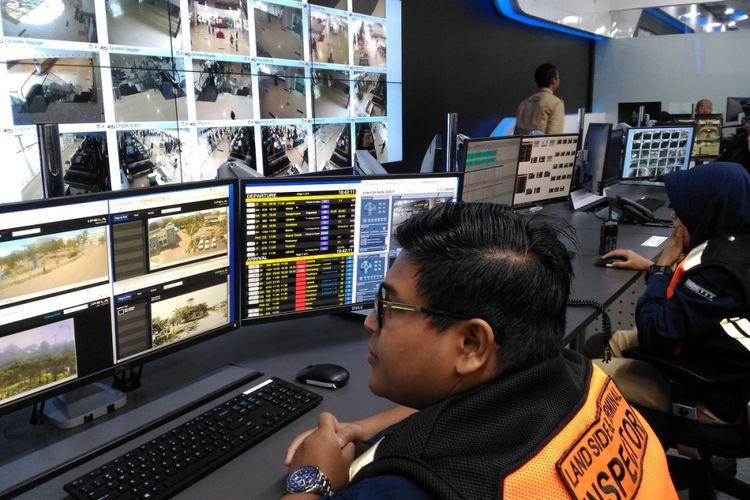 Airport Operation Control Center di Bandara Sultan Aji Muhammad Sulaiman, Balikpapan merupakan implementasi Smart Airport. Dirut PT Angkasa Pura 1 (Persero) Faik Fahmi meresmikan AOCC di Balikpapan pada Jumat (2/3/2018)