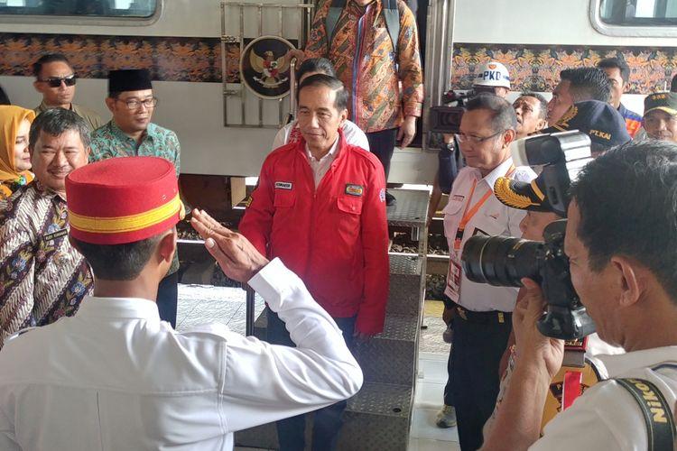 Presiden Joko Widodo tiba di Stasiun Cibatu, Garut, Jumat (18/1/2019).