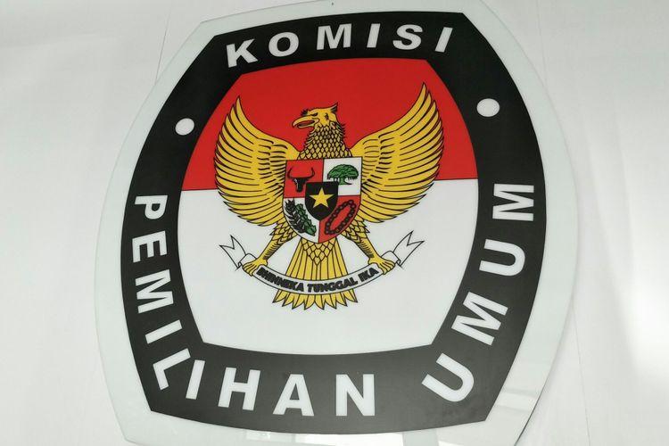 Logo Komisi Pemilihan Umum (KPU) di Gedung Kantor KPU RI, Jalan Imam Bonjol 29, Jakarta Pusat, Kamis (5/4/2018).