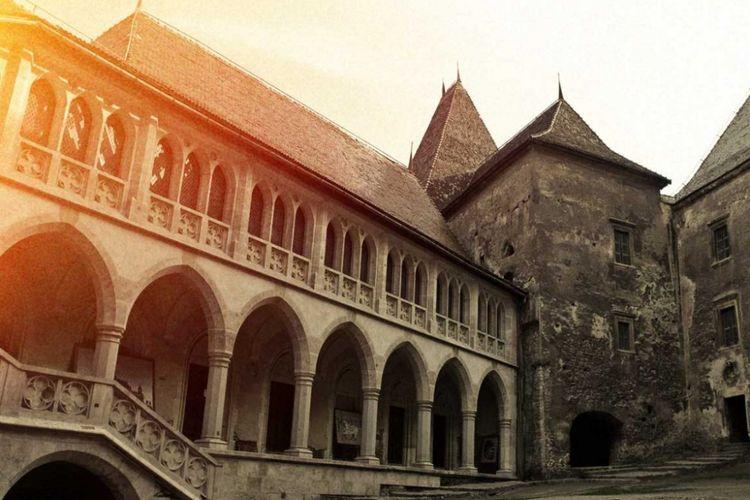 Corvin Castel, istana kuno yang menjadi lokasi shooting film The Nun.(castelulcorvinilor.ro)