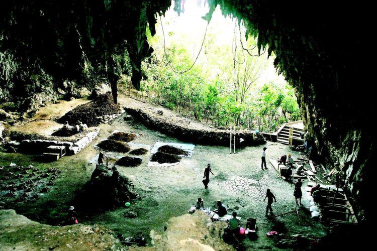 Gua tempat di mana fosil dari Homo floresiensis pertama kali ditemukan di Flores