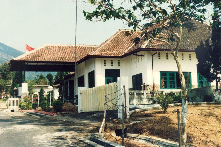 Dikenal sebagai Gedung Naskah, bangunan tua di Desa Linggarjati, Kabupaten Kuningan ini pernah dijadikan tempat pertemuan delegasi Indonesia dan Belanda yang melahirkan Perjanjian Linggarjati.