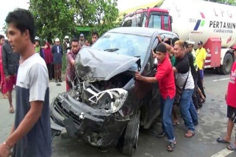 Empat unit kendaraan mengalami kecelakaan beruntun di jalur Trans Sulawesi.