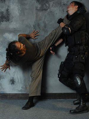 Salah satu aksi laga Yayan Ruhian dalam film The Raid (2011)