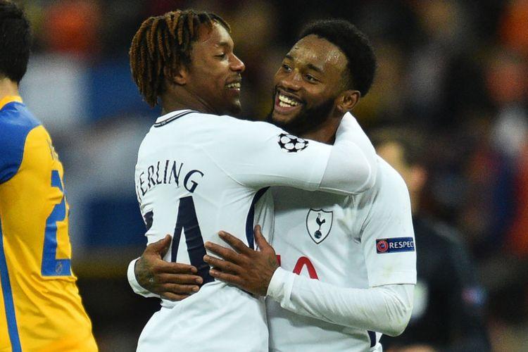 Kazaiah Sterling dan Georges-Kevin NKoudou merayakan gol Tottenham Hotspur ke gawang APOEL Nicosia pada pertandingan Liga Champions, Rabu (6/12/2017).