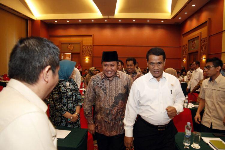 Gubernur Sumsel Herman Deru bersama Menteri Pertanian Amran Sulaiman ketika menghadiri rapat koordinasi Selamatkan Rawa Sejahterakan Petani (SERASI) di Palembang, Kamis (6/12/2018).