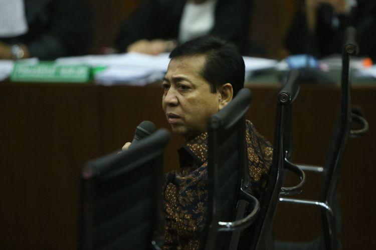 Ketua DPR Setya Novanto saat bersaksi di persidangan kasus dugaan korupsi e-KTP, di Pengadilan Tipikor Jakarta, Jumat (3/11/2017). Hari ini, Novanto hadir menjadi saksi untuk terdakwa pengusaha Andi Agustinus alias Andi Narogong