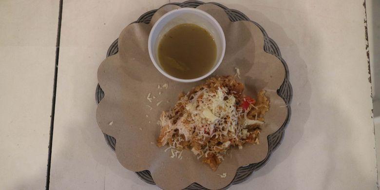 Hidangan Ayam Mozzrella Kuah Gulai di Kedai Ayam Jambak, Jogjakarta, Sabtu (5/8/2017).