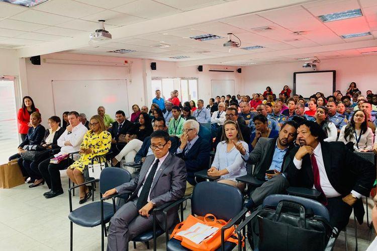 Ratusan akademisi dari negara seperti Panama hingga Kosta Rika serius menyimak pemaparan Duta Besar RI untuk Panama Budhy Santoso dalam konferensi di Universidad del Panama kantor regional Bocas del Toro pada Senin (13/5/2019).