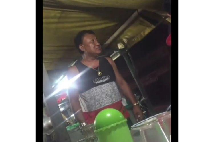 Video seorang pria marahi penjual nasi bebek karena teh hangat Rp 1.000 viral di media sosial, Selasa (25/6/2019).