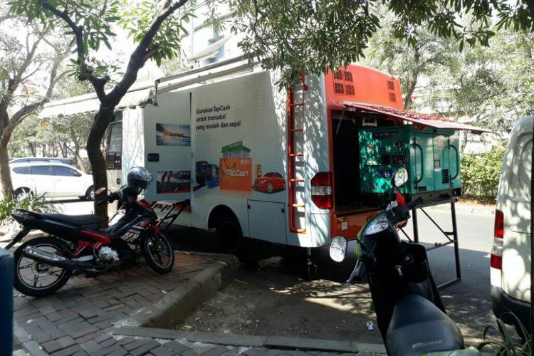 Mobil pembayaran Pajak Bumi dan Bangunan Pedesaan dan Perkotaan (PBB-P2) di Pinangsia, Tamansari, Jakarta Barat, Senin (21/8/2017).