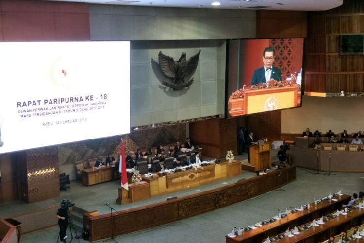 Pembacaan laporan Panitia Angket pada Rapat Paripurna ke-18 masa persidangan III tahun sidang 2017-2018 di Kompleks Parlemen, Senayan, Jakarta, Rabu (14/2/2018).