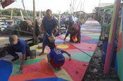 Melihat Proses Pengecatan Kampung Warna-warni di Kamal Muara